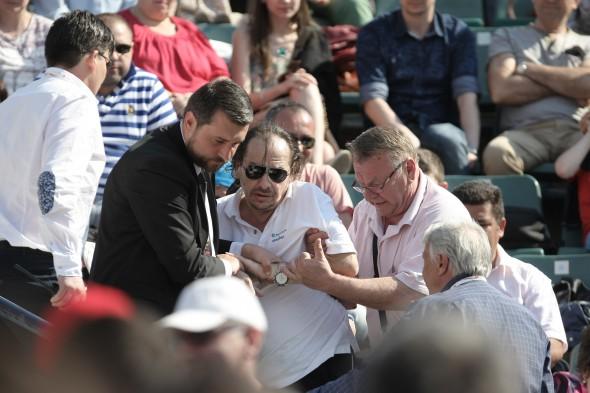 Un cerșetor care-și face veacul la Dinamo a perturbat finala / FOTO