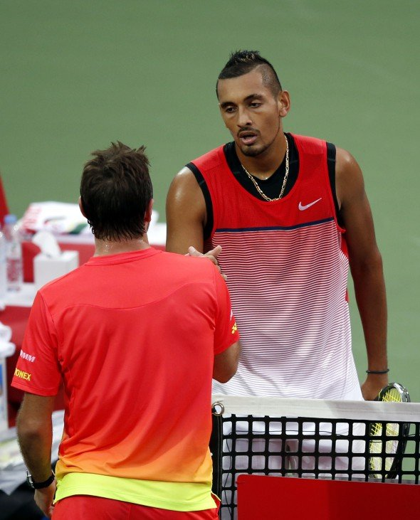 epa05182007 Nick Kyrgios (R) of Australia shakes hands with Stanislas Wawrinka of Switzerland after retiring during their semi final match at Dubai Duty Free Tennis ATP Championships in Dubai, United Arab Emirates, 26 February 2016. EPA/ALI HAIDER